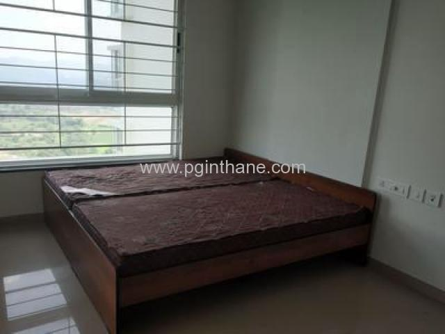 rooms near thane station